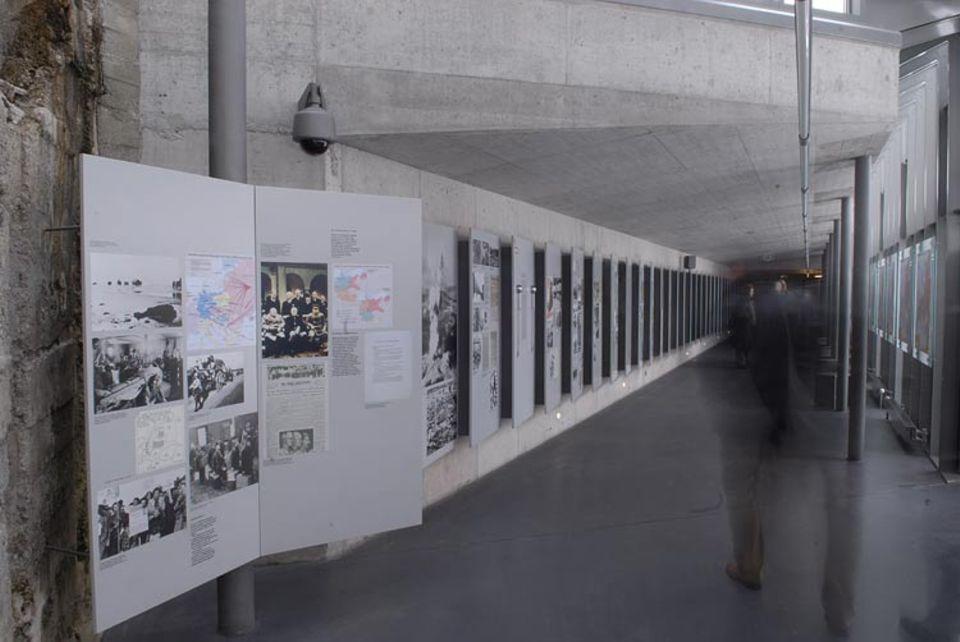 Das Ausstellungszentrum wurde vom Freistaat Bayern in Auftrag gegeben - und vom Institut für Zeitgeschichte konzipiert und realisiert