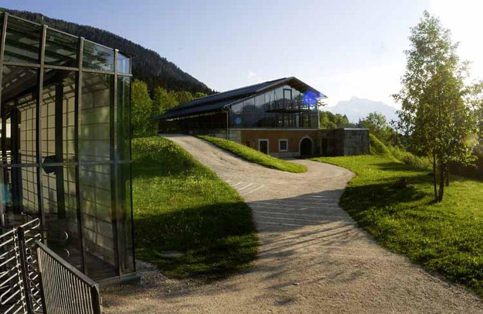 2005 erhielt die Dokumentation einen Erweiterungsbau mit Seminarräumen, 2006 einen neuen Ausstellungsraum für Wechselausstellungen