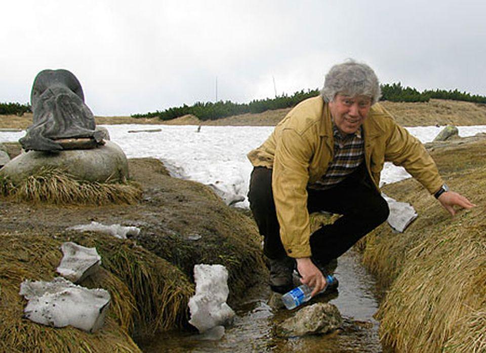 Zu Beginn der Elbtour 2010 besuchte Rolf Zuckowski die Quelle der Elbe im Riesengebirge.