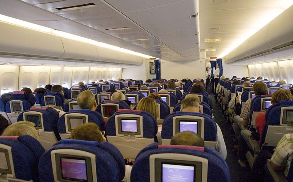 Von hinten sehen alle Sitze gleich aus. Doch es macht einen großen Unterschied, ob man den Platz am Gang oder in der Mitte erwischt hat