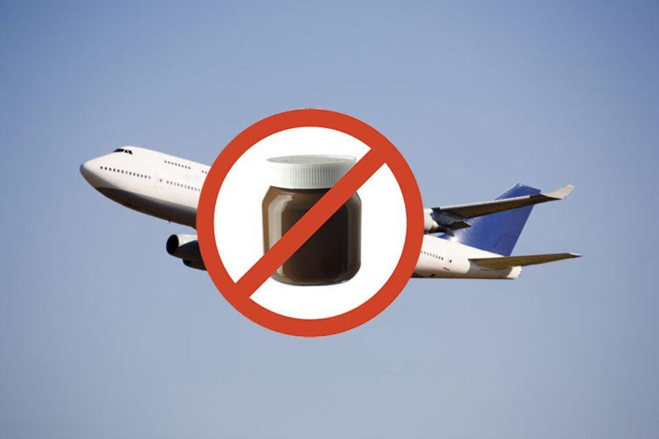 Achtung, verboten! Beim Packen des Handgepäcks sollte man aussortieren, was nicht mitreisen darf