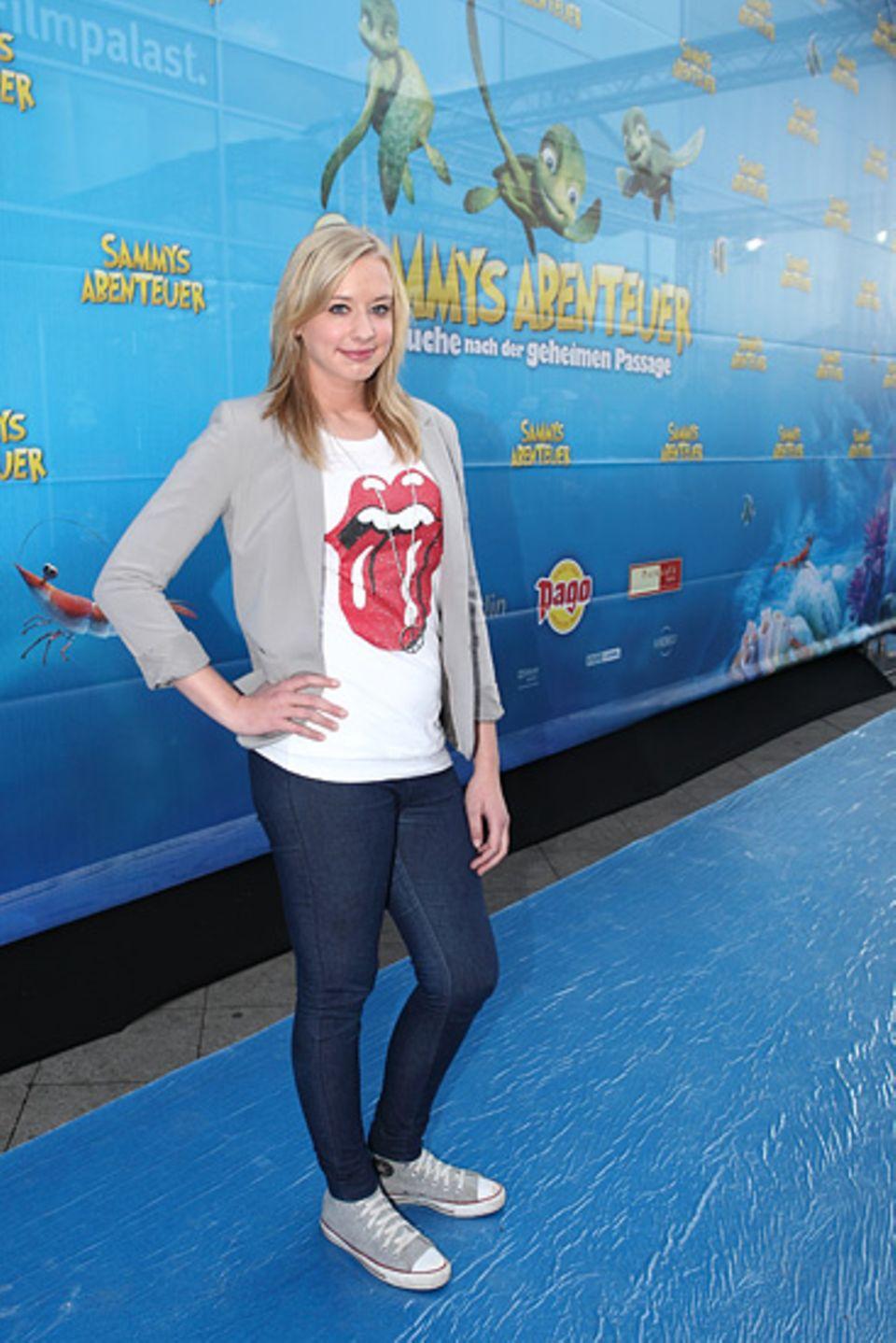 Kino: Beim Posing auf dem blauen Teppich vor der Premiere fand sich Interviewerin Tanja unvermittelt im Blitzlichtgewitter wieder. Die Fotografen nutzen sie als Modell, um die Lichtverhältnisse zu testen