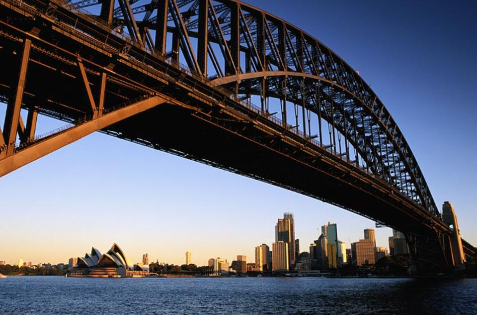 Städtereise: Schwindelfreie können eine Kletter-Tour durch das Eisengeflecht der Harbour Bridge buchen
