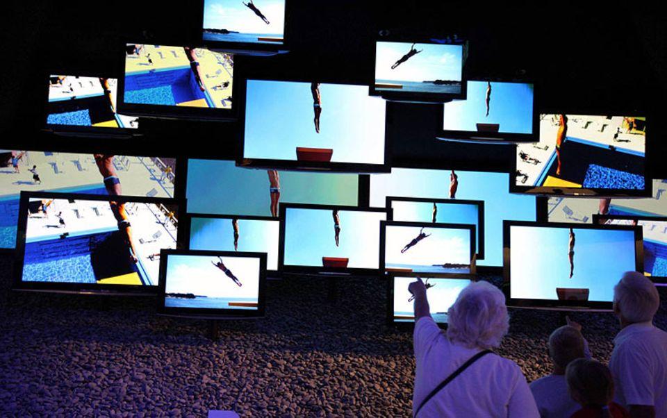 Strom sparen: Auch für Flachbildschirm-Fernseher gilt: Je größer, desto höher der Stromverbrauch