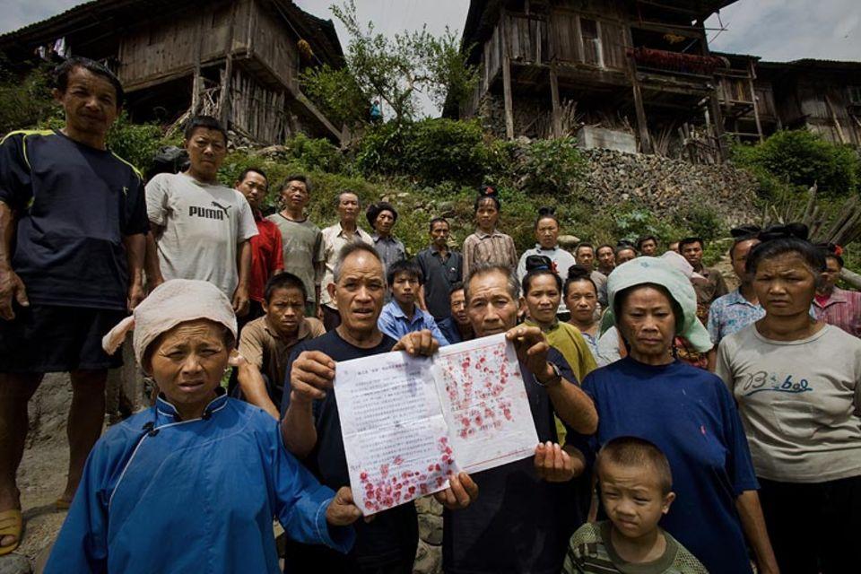 Klimawandel: Die chinesische Provinz Guizhou. Hunderte Familien müssen hier einem Staudamm weichen, dessen Bau ebenfalls CO2-Zertifikate für Kraftwerke am fernen Rhein liefern soll