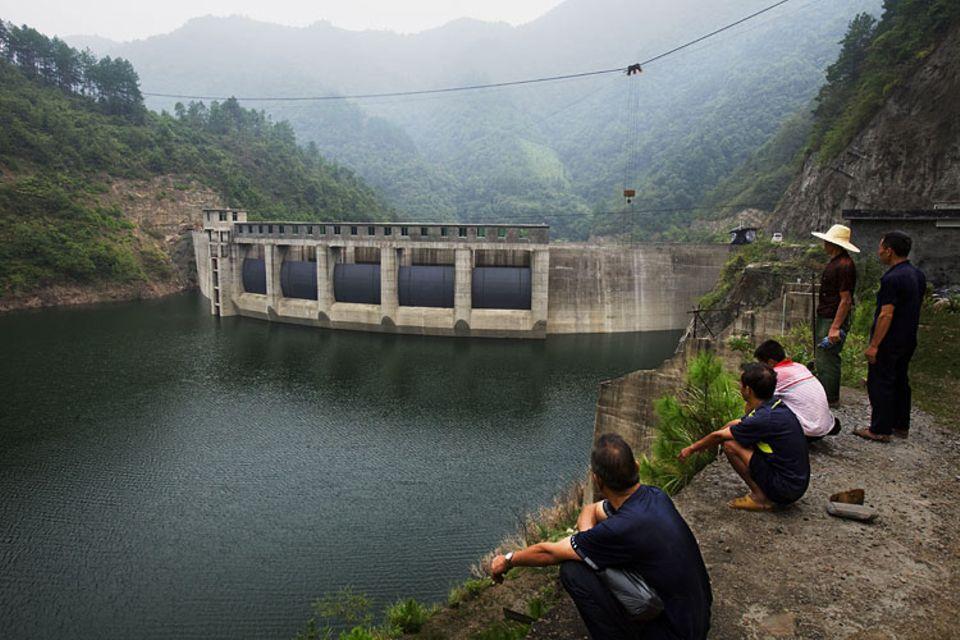 Klimawandel: TÜV-geprüft und trotzdem umstritten: der Staudamm am Bala-Fluss. Darf er überhaupt in die Rechnung eingehen?