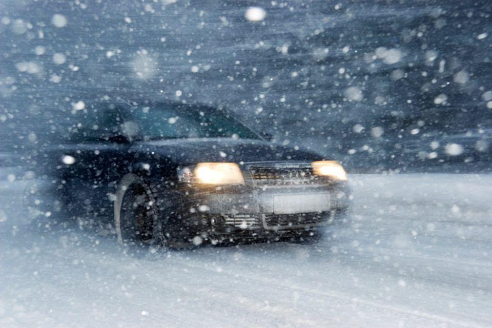 Für die richtigen Reifen im Schneegestöber ist immer der Fahrer verantwortlich. Selbst dann, wenn er mit einem Mietwagen fährt.