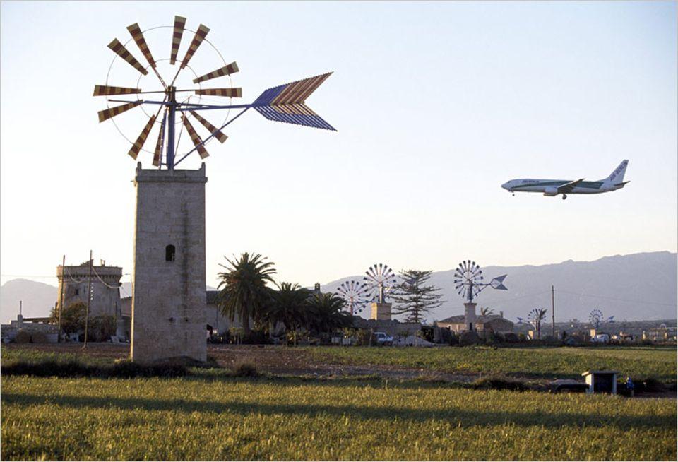 Themenschwerpunkt Fliegen: Für viele Menschen ist das nichts Besonderes: Landeanflug auf Mallorca