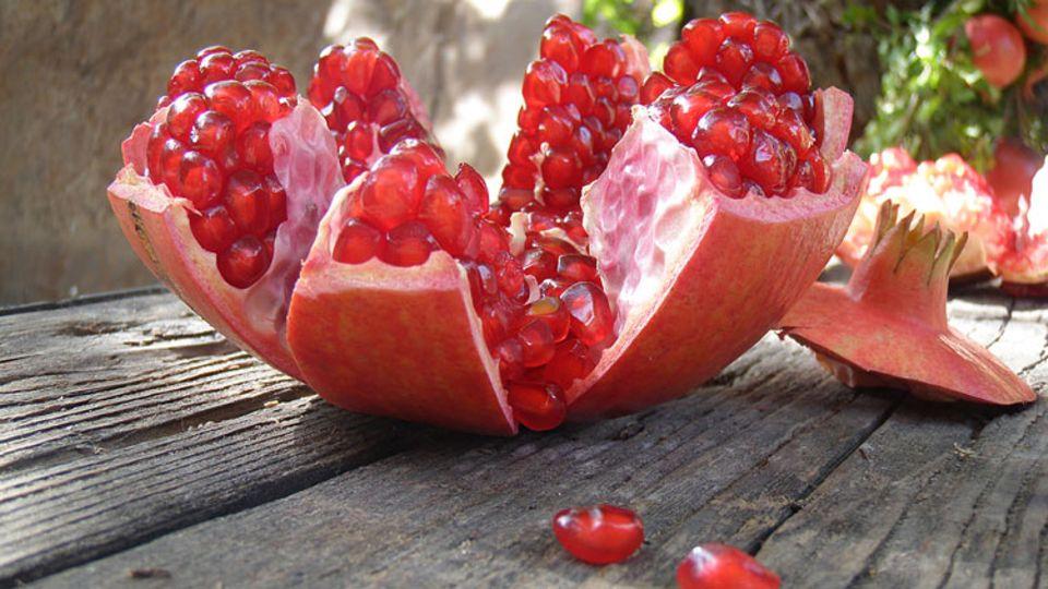 Granatäpfel sind wahre Gesundmacher, voller Vitalstoffe und lebensnotwendiger Vitamine, Mineralstoffe und Spurenelemente