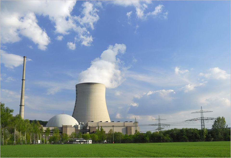 """Energiedebatte: Eines der deutschen """"Restrisiken"""": das Kernkraftwerk Isar II in Niederbayern"""