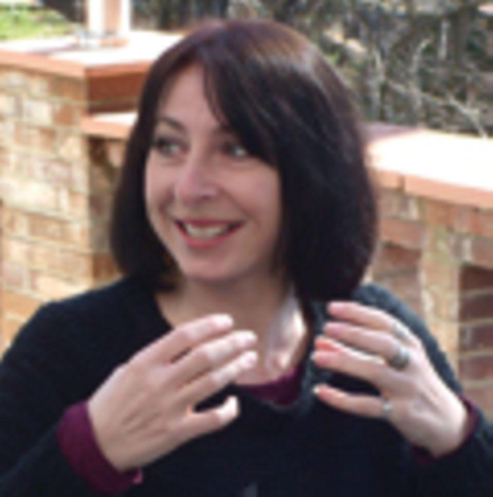 Kurzreise: Grenzgängerin: Die Geschichten von Andrea Busfield handeln vom Leben in Krisenzeiten, mal im geteilten Zypern, mal in Afghanistan, wo sie einige Jahre wohnte