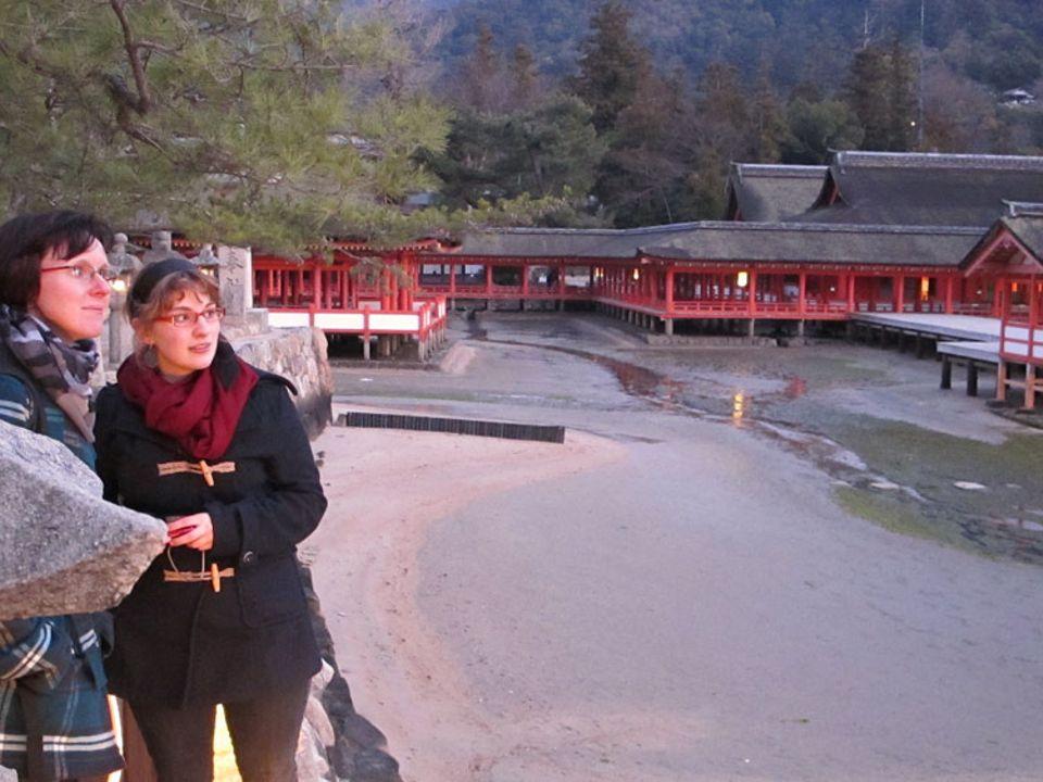 Japan: Während einer Rundreise durch Japan überraschte das Erdbeben und der Tsunami Maren (rechts) und ihre Familie