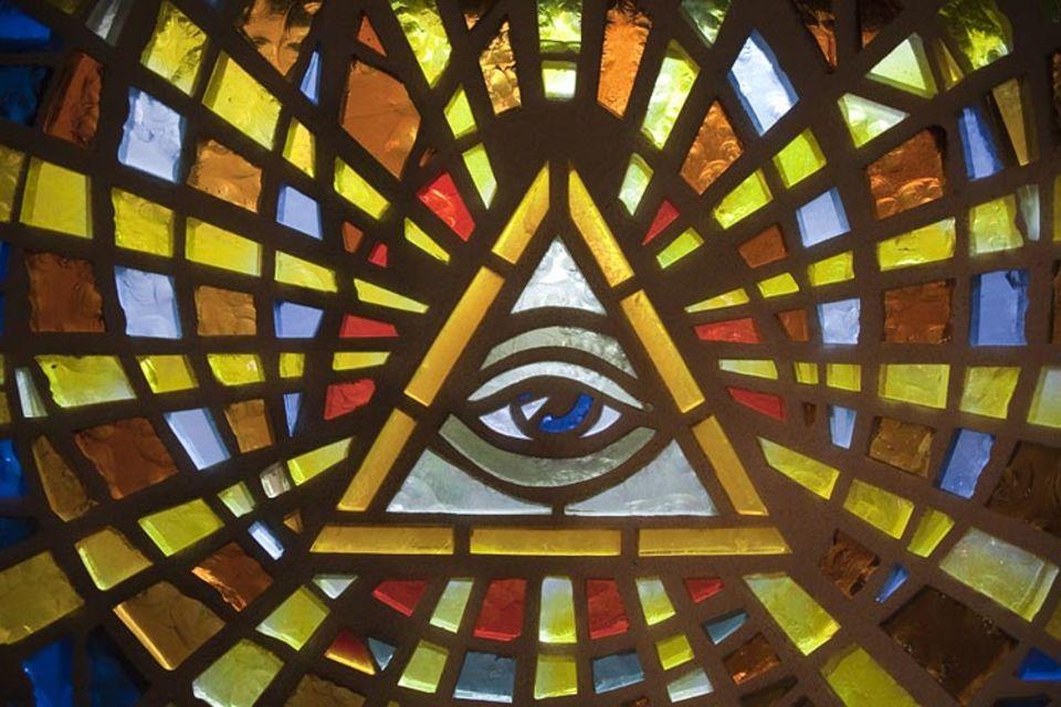 Geheimbünde: Ein mit einem Strahlenkranz umgebenes Auge, Symbol für die Illuminaten und Freimaurer