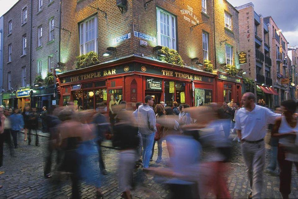 Städtereise: Ausgehen kann man in Dublin hervorragend - zum Beispiel in einen der vielen Pubs in der Temple Bar Area