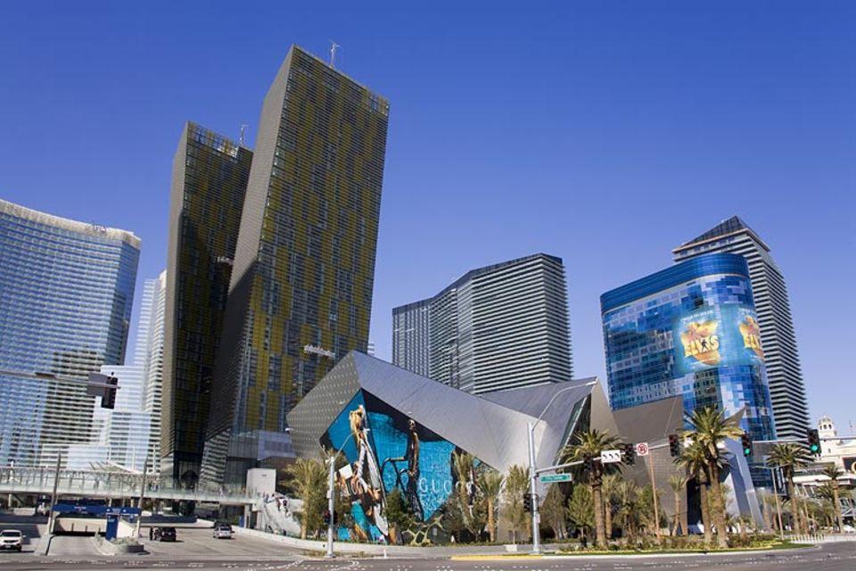 Städtereise: Ein architektonisches Highlight: Das Citycenter mit seinen schiefen Türmen
