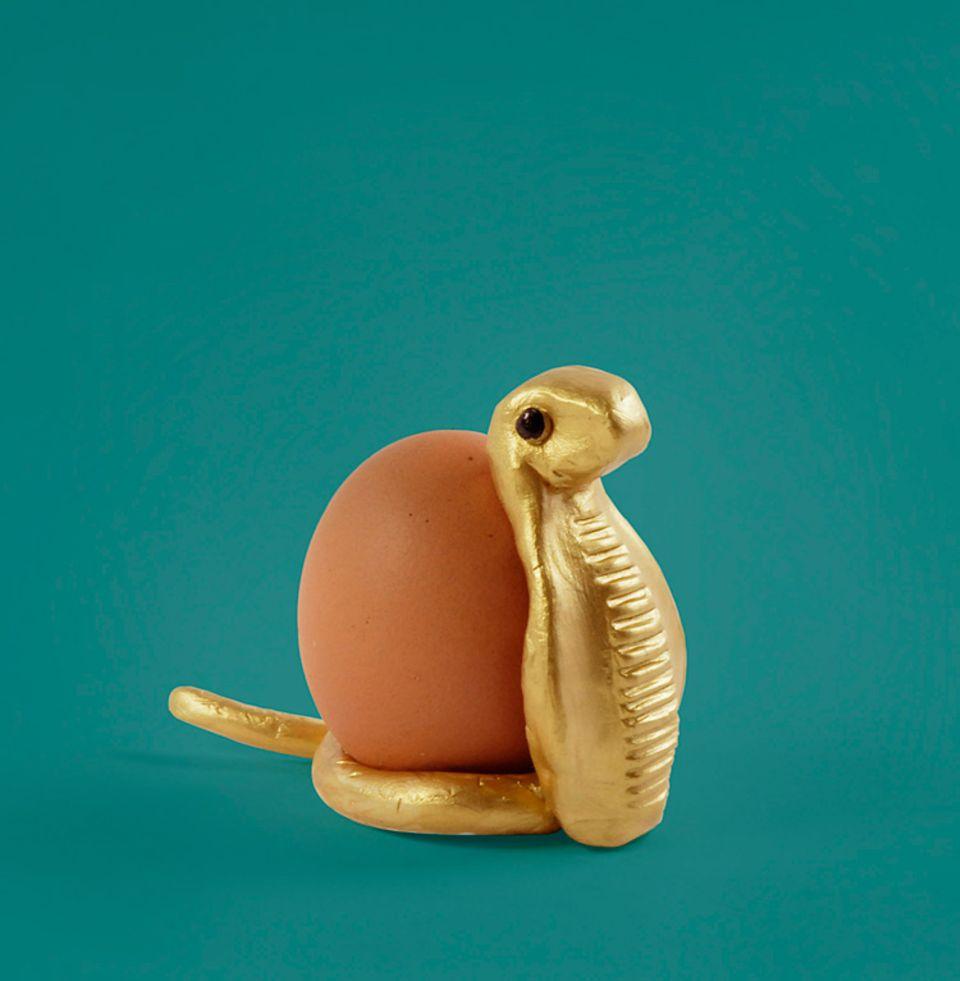 Gib Gummi Bärchen: Ein königlicher Eierbecher