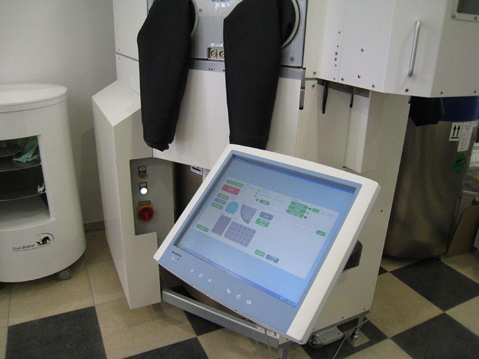 Cryo-Brehm: Die Temperaturen in den Aufbewahrungsbehältern werden über einen Computer genau kontrolliert