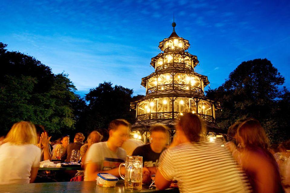 Städtereise: Im Chinesischen Turm gibt es statt Brezeln Sushi und Wok-Gemüse statt Weißwurst