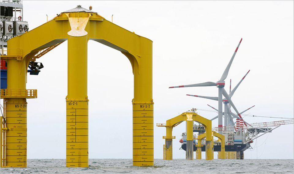 Windkraft: Bislang werden Fundamente für die Windkraft-Masten in den Meeresboden gerammt. Das ist kostengünstig, aber extrem laut