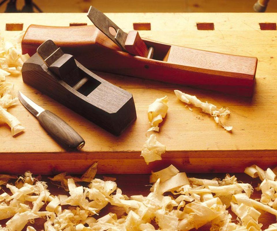 Ökologisch Wohnen: Die Werkzeuge sind in einer konventionellen und in einer Bio-Tischlerei die gleichen. Entscheidend ist die Wahl des Holzes und der Oberflächenbehandlung