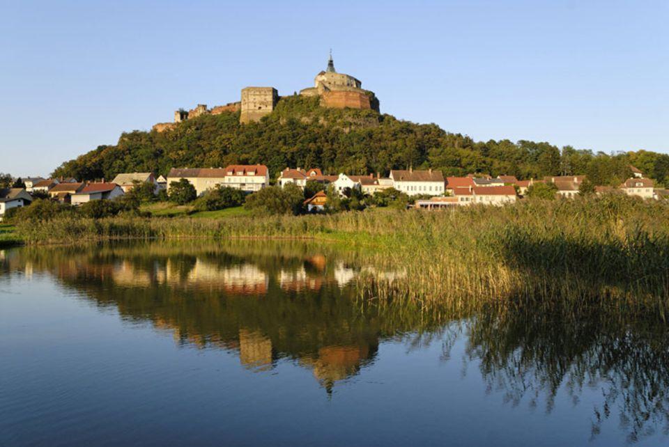 Genussreise: Blick auf die Burg Güssing im österreichischen Burgenland