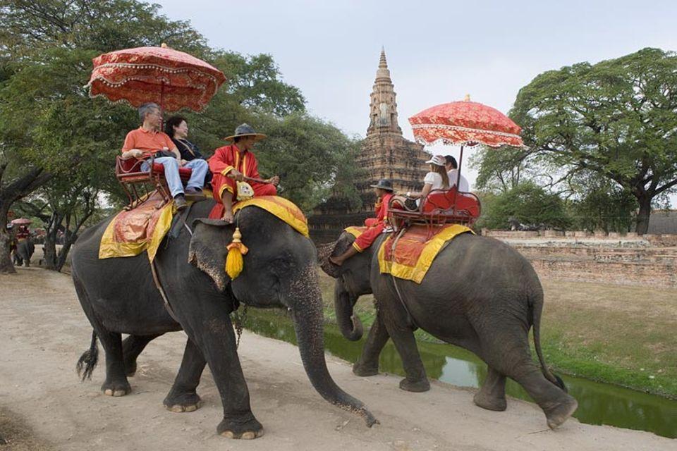 Thailand: So gemächlich die Stadt ist, lässt sie sich auch erkunden - zum Beispiel auf einem Elefantenrücken
