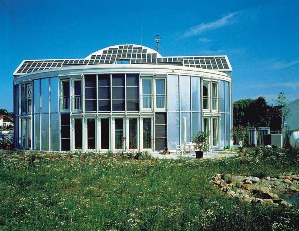 Ein wissenschaftliches Projekt der 90er-Jahre: Im energieautarken Solarhaus Freiburg lebte eine Familie über vier Jahre zu Testzwecken