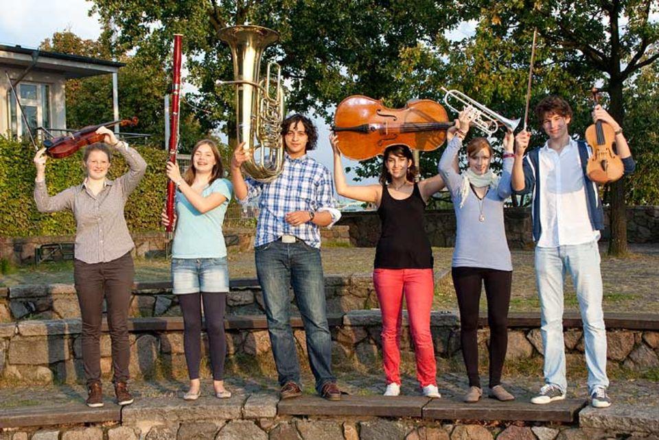 Musikinstrumente: Sie haben Spaß an der Musik - unsere sechs Nachwuchsmusiker mit ihrem jeweiligem Instrument