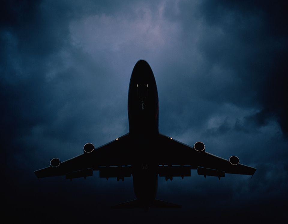 Reiseangst: Selbst bei besserem Wetter als auf dem Bild jagt das Fliegen vielen Angst ein