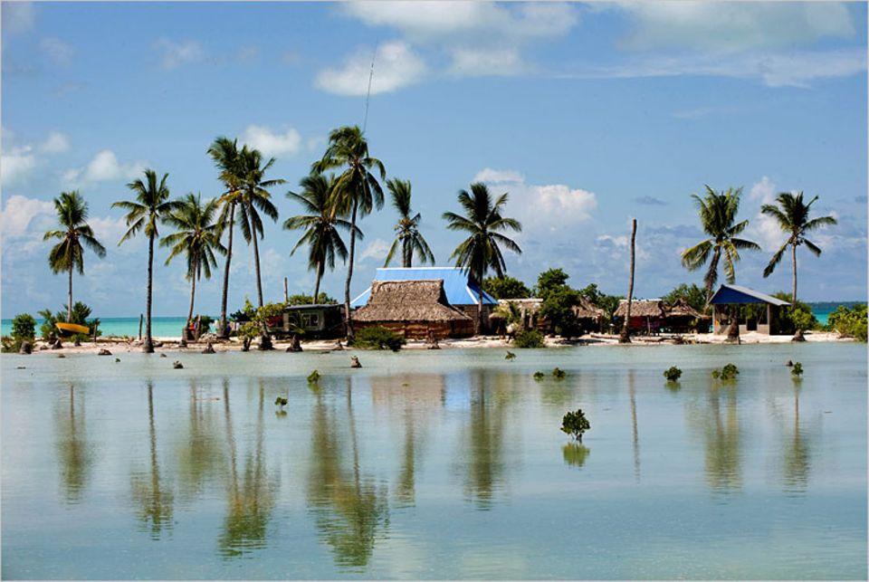 Klimawandel: Im November 2009 kam es auf der Kiribati-Insel Tarawa nach heftigen Stürmen zu Überschwemmungen