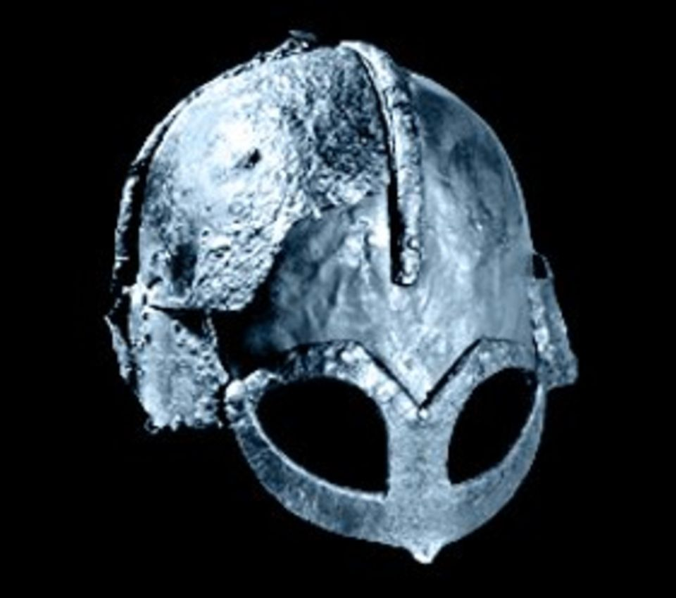 Im 9. und 10. Jahrhundert ziehen mächtige Wikingerheere durch das Frankenreich, erobern Gebiete in England. Dieser Helm, der einzige erhaltene Kopfschutz jener Zeit, wurde im Grab eines norwegischen Häuptlings gefunden