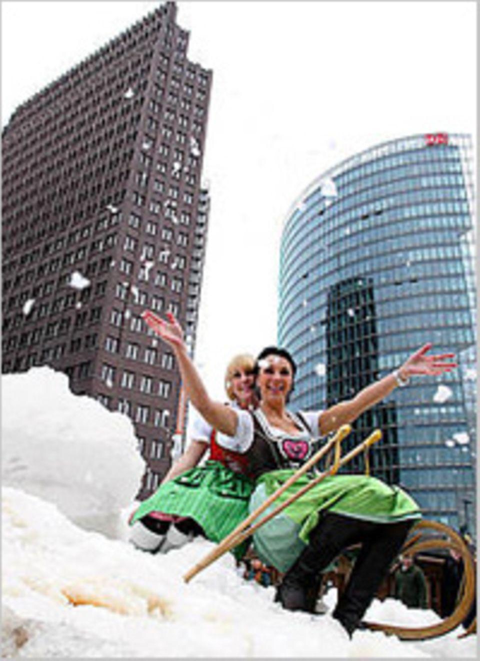 Weihnachtsmärkte: Kunstschnee zum Rodeln - in Berlin geht es sportlich zu