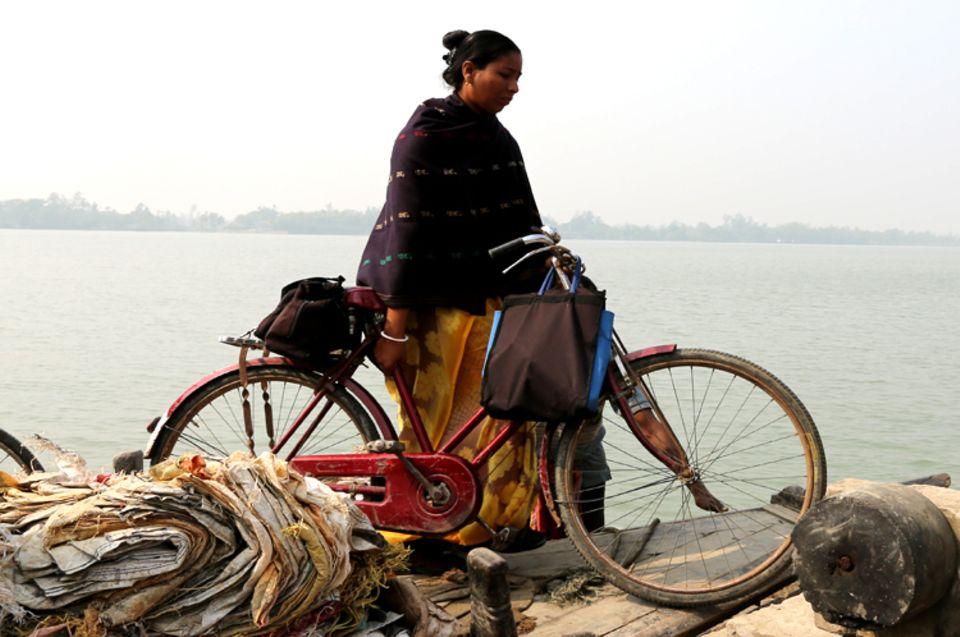 Indien: Die Leiterin des Projekts unterwegs mit dem Fahrrad