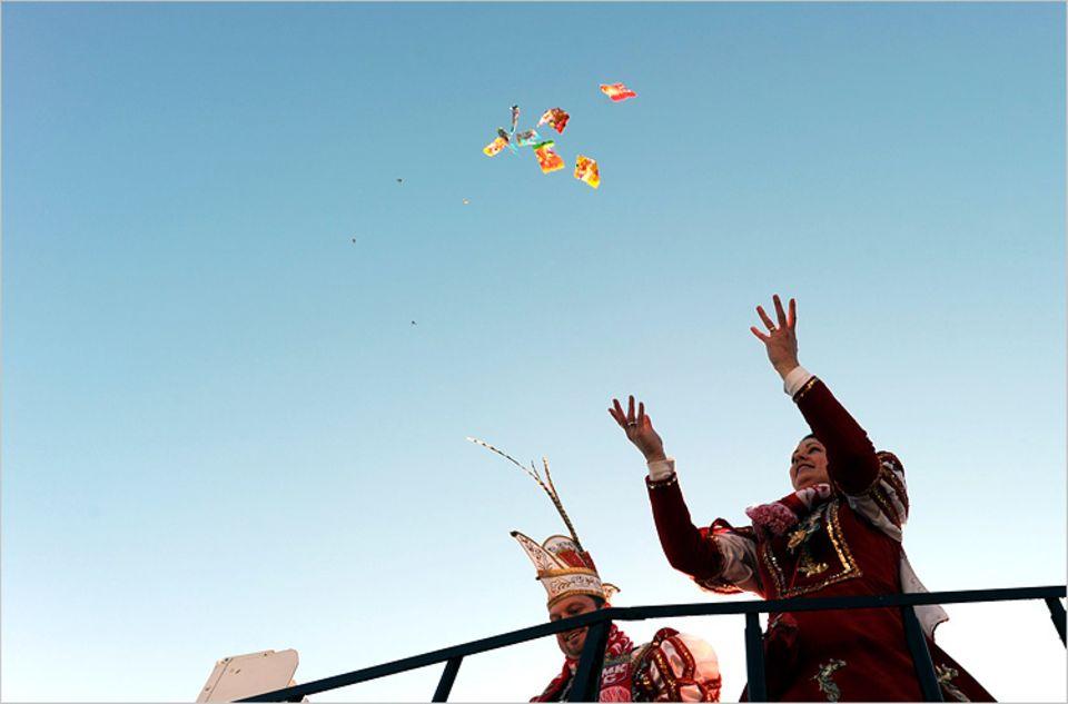 Karneval: Die Zutaten der Kamelle haben einen weiten Weg um den Erdball, bis sie in Kinderhänden landen