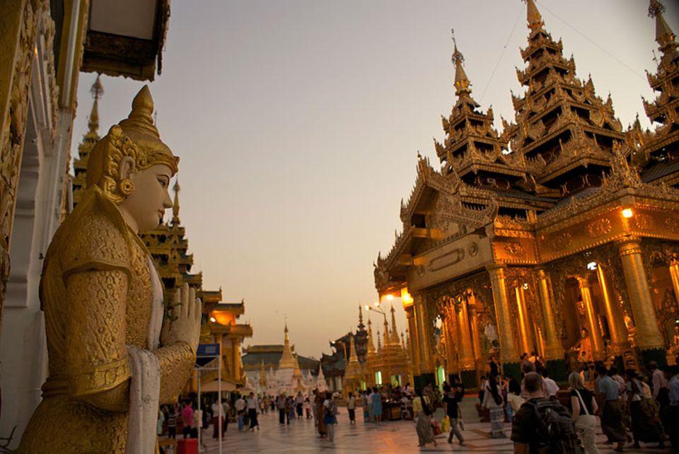 Myanmar: Die Shwedagon Pagode in Yangon ist das buddhistische Herz des Landes. Hier glänzt mehr Gold als es im gesamten Vereinigten Königreich von England gibt
