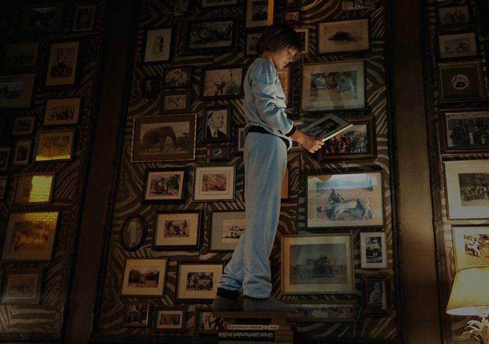 Kinotipp: Viktor (gespielt von Kristo Ferkic) findet ein Bild von Cäcilie