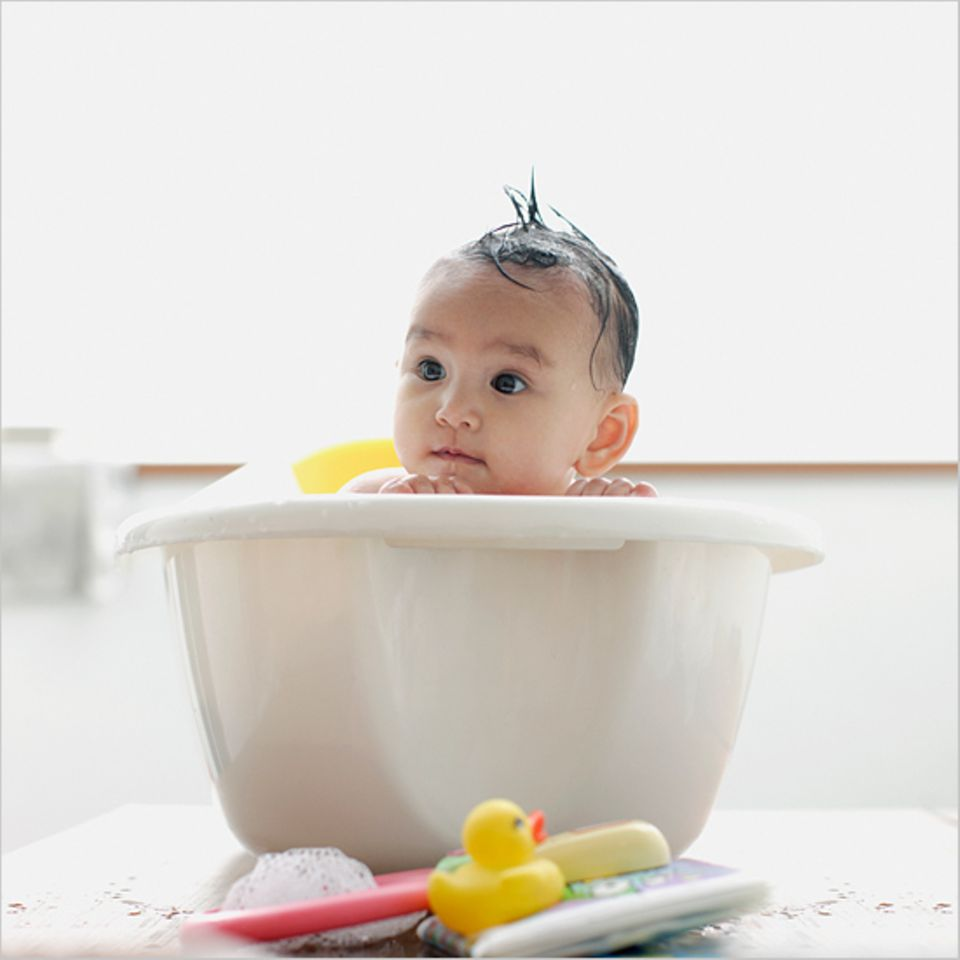 Redewendung: Eigentlich ganz einfach: Erst das Kind abtrocknen, dann die Wanne leeren!