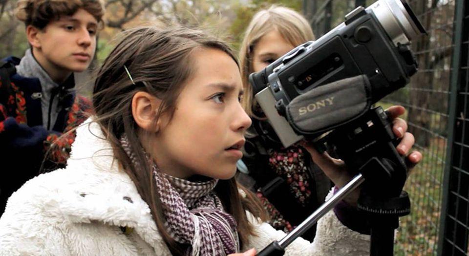 Stimmt die Einstellung? Videos zu drehen, ist für Kinder und Jugendliche eine spannende Herausforderung