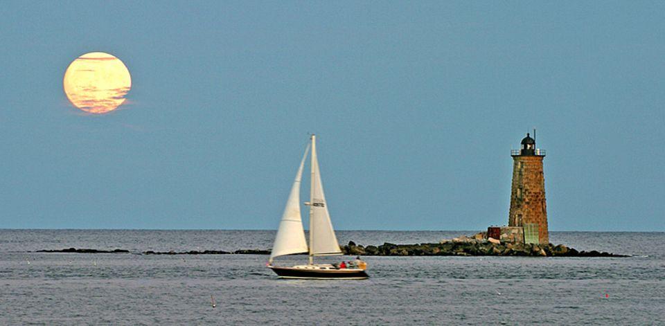 Navigation: Am Sonnenstand können sich Seefahrer gut orientieren - im Osten geht sie auf, steht mittags im Süden und geht abends im Westen unter