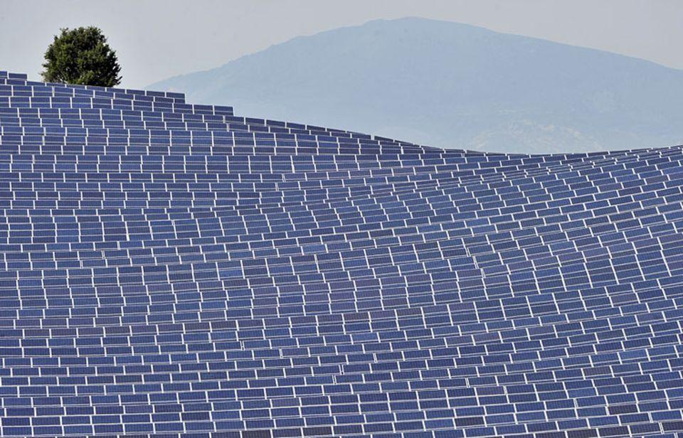 Wirtschaft: Erneuerbare Energien erzeugen CO2-freundlich Strom - fressen aber kostbare Flächen