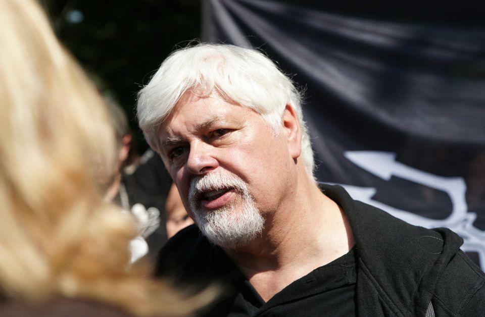 """Umweltaktivisten: """"Es gab keine Verletzten, es wurde nichts beschädigt, es ist zehn Jahre her. Warum jetzt der Auslieferungsantrag?"""", fragt Paul Watson"""