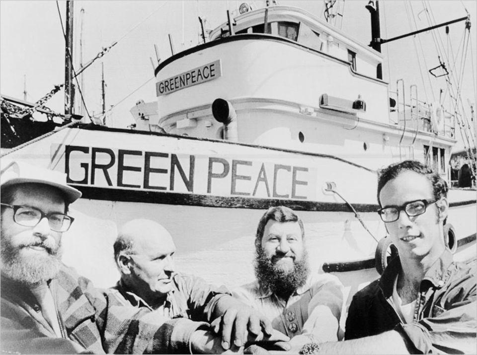 Umweltschutz: Seit 1971 an vorderster Front dabei: Greenpeace-Aktivisten, hier bei der Vorbereitung zu einer Protestfahrt gegen unterirdische Atomversuche auf der Alëuten-Insel Amchitka (Alaska)