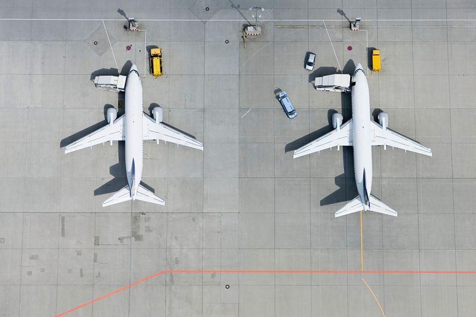 Reisephänomene: Auf die Plätze, fertig, los! Wieso fliegt eine Airline scheinbar schneller als eine andere?