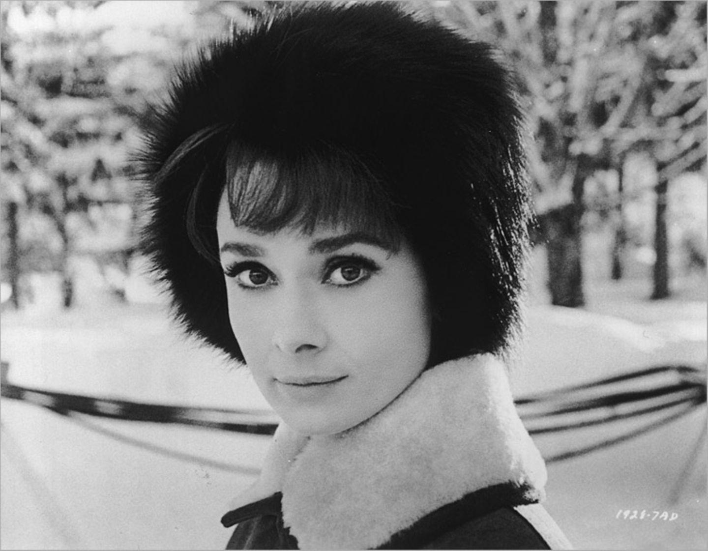 Weltveränderer: Kleines schwarzes Kleid, roter Lippenstift, die übergroße Sonnenbrille und das Nickituch um den Hals: Audrey Hepburns Stil war einzigartig