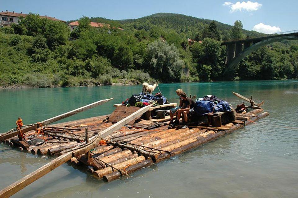 MONTENEGRO: In Montenegro wagen sich nur mutige Flößer auf die Stromschnellen der wilden Tara - einem der letzten ungezähmten Wildflüsse Europas.