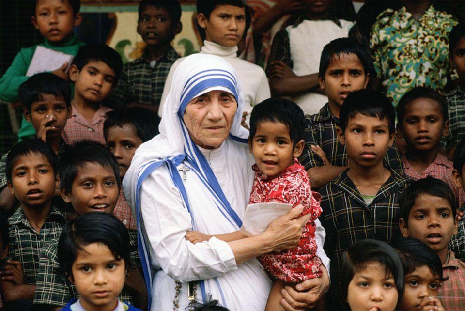 """Weltveränderer: Die """"Mutter der Armen"""" verstarb am 5. September 1997 im Alter von 87 Jahren"""