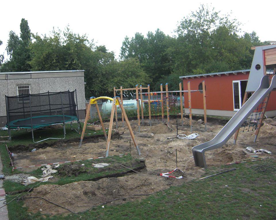 Der Spielplatz des Kinder- und Jugendhauses Bolle in Berlin-Marzahn in der Bauphase
