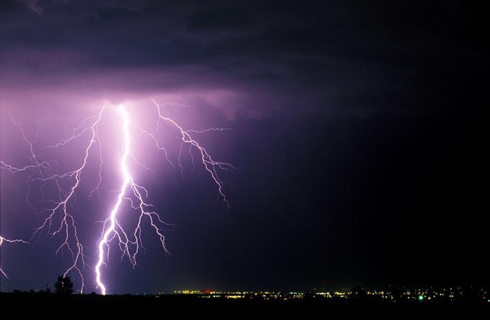 Dieser Blitz ist bestimmt sehr heiß. Doch woher weiß man, wie heiß er wirklich ist?