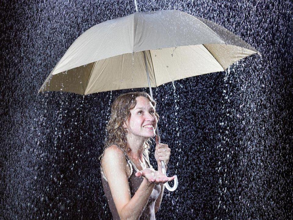 Redewendung: Vom Regen in die Traufe