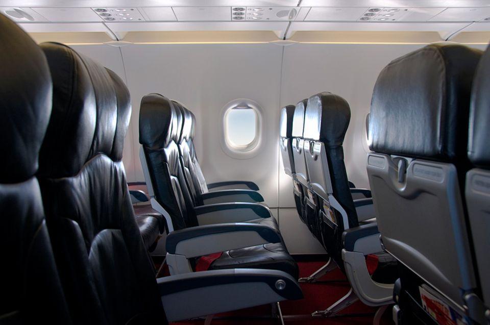 Reisephänomene: Warum fehlen meist zwei Sitzreihen im Flugzeug?